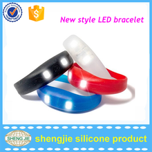 Latest unique silicone led flashing wristband for party and promotion
