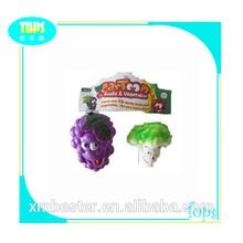 2 1 en los juguetes de plástico de las frutas y hortalizas de juguete