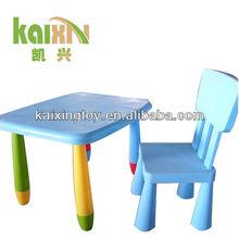 los niños de alta calidad de dibujos animados de mesa y una silla conjunto