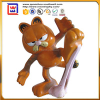 home decoration polyresin Garfield statue and resin Garfield chewing gum pasting statue for sale