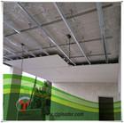 armação de metal suspendida no tecto para o teto da sala
