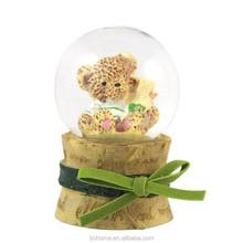 Polyresin little bea/penguinr inside water globe