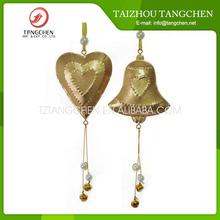Venta al por mayor china de metal campana corazón chino colgante ornamento de la navidad