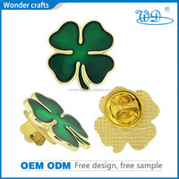 Pingyang Wonder beautiful flower shape pressed zinc alloy misty gold color soft enamel metal emblems with epoxy