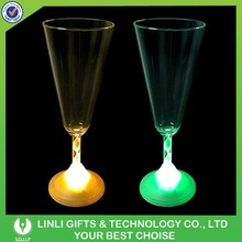 2015 Popular Favorable Light Champagne Glasses