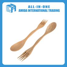 En bois petit mélange cuillère et une fourchette pour enfants