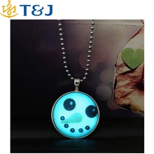 >> 2016 Christmas promotional cute snowman face charm necklace, glow in the dark necklace/