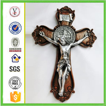 factory custom-made handmade carved fashion resin pictures of catholic crosses