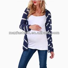 La moda prendas de punto de la raya bellas damas suéter
