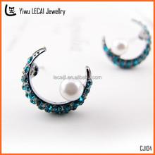 Hot Sale Rhinestone Half Moon Pearl Stud Earring Fashion Jewelry Manufacturer
