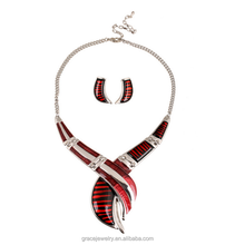 red statement vogue unique design lobster tong necklace set