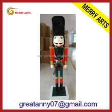Alibaba China supplier handicraft lifesize 6ft outdoor wooden figurine nutcracker with sword carved