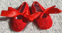 2015 fashionable hot red lace soft baby infant shoes