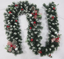 Snowy Christmas Plastic Decorative artificial Garland Wreath Rattans