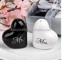 Beautiful heart Salt and Pepper Shaker Wedding Favors / Ceramic Gift