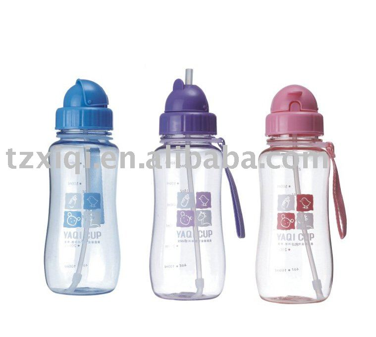 Water Bottle In Spanish: Agua De Plástico Del Deporte Botella De Agua De La Escuela