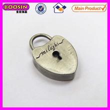 2d de aleación de metal peltre antiguo plateado el encanto del corazón con el logo grabado #16338