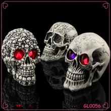 Factory custom wholesale resin skull halloween glow terrorist toys