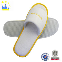 disposable bathroom and hotel slippers with emboridery logo
