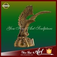 Flying eagle animal bronze sculpture for home decoration