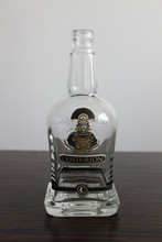 HOT 750ML DISTINCT GLASS BOTTLE FOR CLASSIC ALCOHOLIC WHISKEY IN GAYEST SHAPE