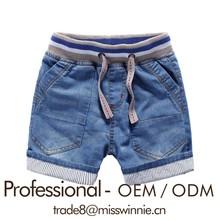Vaquero americano en la ropa del muchacho de los pantalones cortos de mezclilla niños personalizados short jean