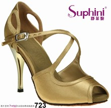 Mujeres bailan los zapatos de tango 723