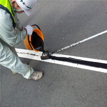 Sealing surface crack of cement