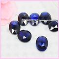 óvalo sintético corta la piedra preciosa azul del zafiro