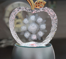 Fashion crystal gift Apple shape crystal memento wedding gift
