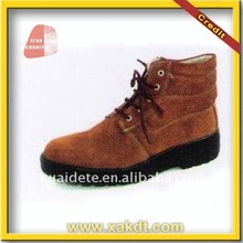 Various styles of oil resistant working shoes with CE