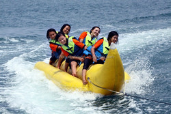 0.9mm PVC tarpaulin water tube banana boat price/CE,SGS approved water toys