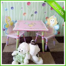 Nuevo diseño de color rosa niños de madera mesa de muebles y 2 sillas mesa de dibujos animados para juego de niños grandes lotes niños