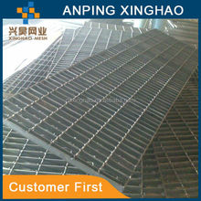 unpainted steel grating, galvanized plain surface grating, serrated surface steel grating