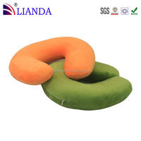 Elastic easily attaches to telescoping luggage handle for easy transport sleep way of innovations contour travel pillow