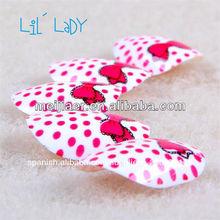 Lily señora pre- diseñado para niños de uñas
