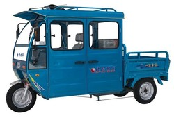 three wheel cargo tricycle with 4 passenger seater