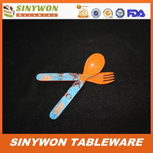 Mignon Design promotionnel gros mélamine cuillère et une fourchette en plastique pour enfants