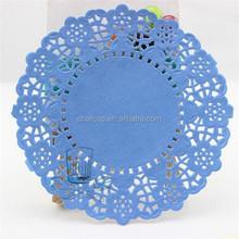 Colocação da tabela decorativa praça Lace Doilies de papel azul de papel Doilies do laço