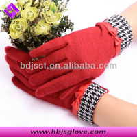 Red women's party fleece knit touch screen gloves