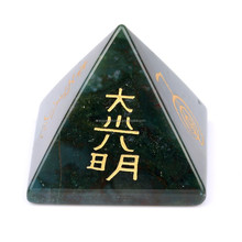Wholesale reiki pyramid,christmas crystal pyramid for decor healing