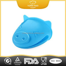 FDA Approved Various Animal pig Shaped Silicone Oven Mitt Cut silicon pigs mitts