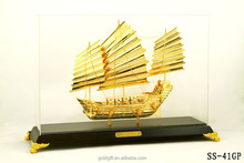 shinning golden fish shaped 3D sailing ship model