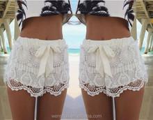 Moda Crochet Lace Shorts branco para as mulheres curto