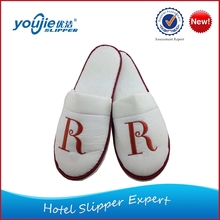 New design fashion low price disposable hotel plush slippers