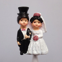 Wholesale MINI Bride and Groom Figurine Wedding Events Flower Decorations Resin Wedding Doll Cake Topper