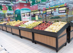 heavy duty fruits and vegetables display shelf in retail store