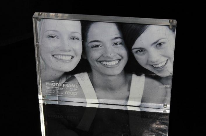 High quality customized acrylic photo frames wholesale.jpg