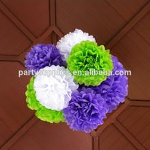 una necesidad para la fiesta de boda colgando adornos de color de la mezcla de papel de seda pom poms