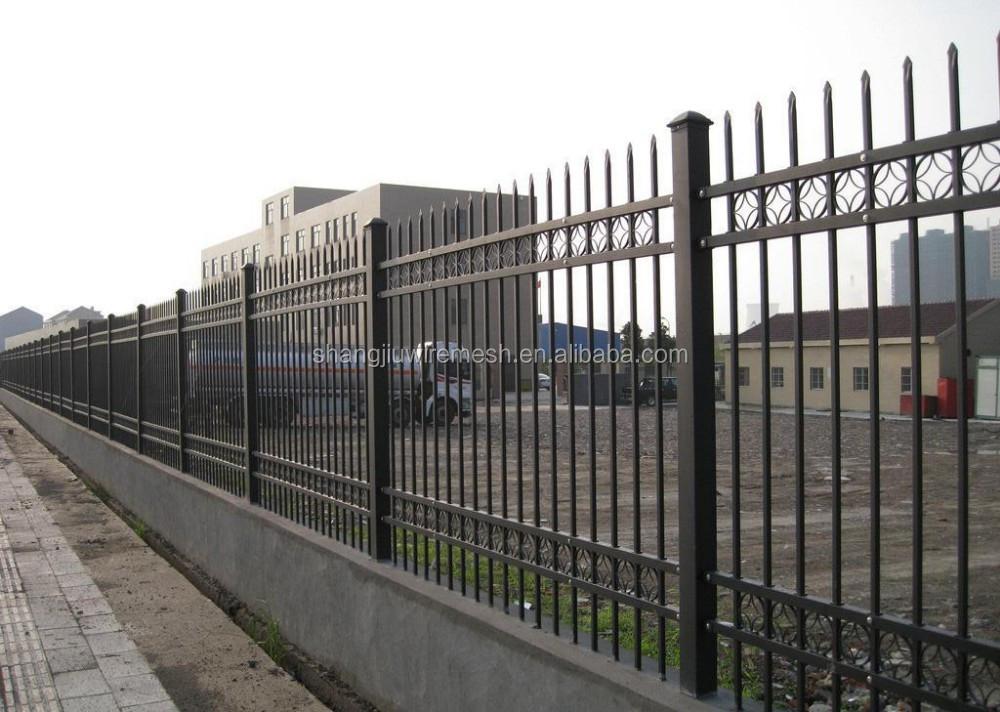 Cl ture m tallique grill porte pour maison moderne portes for Porte cloture
